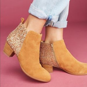 Anthropologie Gold Glitter Booties ✨